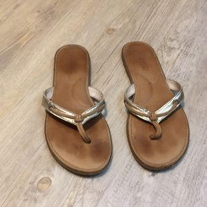 Sperry gold flip flops